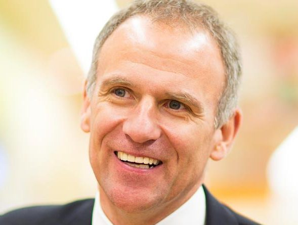 Tesco boss to step down