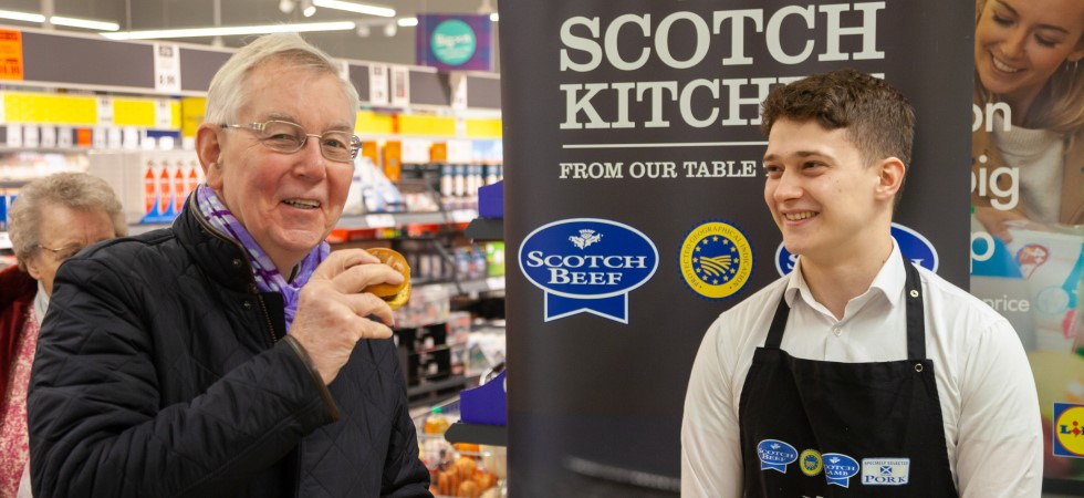 Cowdenbeath Lidl shoppers treated to Scotch Beef and haggis burgers
